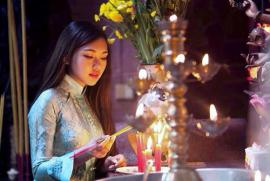 Có nên dùng thác trầm thay việc đốt hương? Thắp nhang tượng trưng cho tất cả các bàn thờ được không?