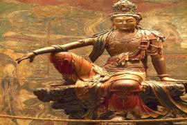 Tại sao có quá nhiều hình ảnh và tập tục phản cảm tại các Đền Chùa?