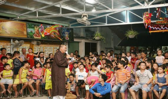 Vui tết Trung thu tại chùa Bửu Châu