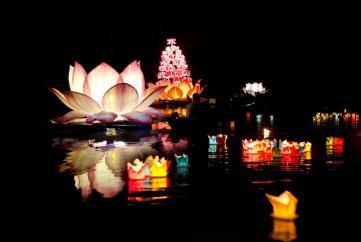 Ý nghĩa biểu tượng hoa đăng trong Phật giáo