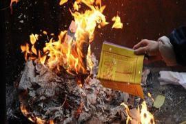 Đã đến lúc cần quy định cấm đốt vàng mã