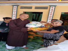 Phát quà từ thiện cho Bà con Phật tử  vui Xuân Ất Mùi - 2015