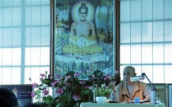 Thượng tọa Thích Huệ Đang thuyết Pháp tại Trung tâm Buddha yoga