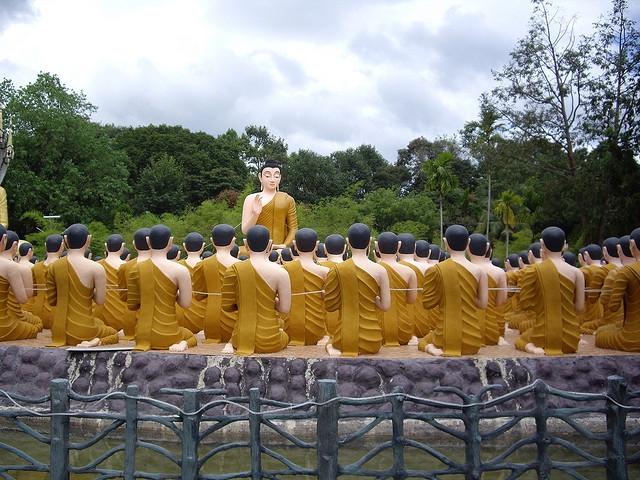 Kết quả hình ảnh cho Tìm hiểu các mối quan hệ gia đình xã hội qua Kinh Giáo Thọ Thi Ca La Việt