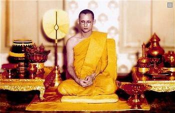 vua-bhumibol-adulyadej-xuat gia thanh ty kheo