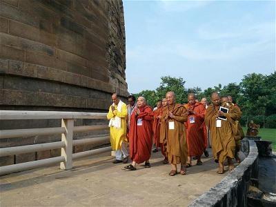 000 u kinh hanh xung quanh Thap Dhamek