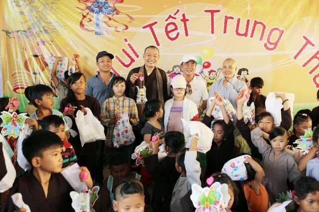 Tổ chức trao quà Trung thu tại mái ấm Linh Quang ( Đồng Nai)