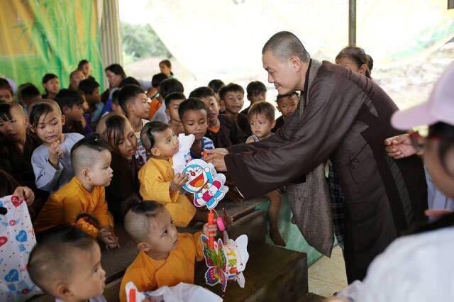 Đại đức Thích Bửu Thành mong muốn truyền tải thông điệp yêu thương, sự sẻ chia và đùm bọc, giáo dục tinh thần tương thân tương ái tới các em nhỏ