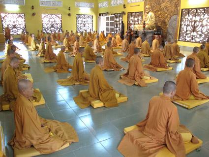 Có Phải Tu Thiền Cần Một Vị Thầy Hướng Dẫn Không? Phương Cách Thiền Hành Nào Là Đúng Nhất?