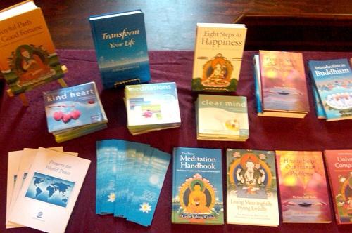 Kết quả hình ảnh cho Nên xử lý như thế nào với những kinh sách hay các ấn phẩm báo chí về Phật giáo?