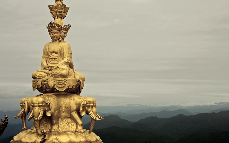 Bồ tát Phổ Hiền ngồi trên voi trắng sáu ngà.