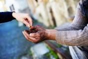 Nghĩ về từ thiện & bố thí - Phan Minh Đức