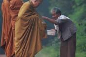 Suy nghiệm lời Phật: Xin ăn mà không ăn xin - Quảng Tánh